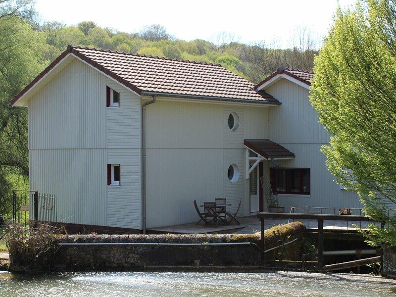 Gîte du Domaine du Moulin Neuf, holiday rental in Mercy-le-Bas