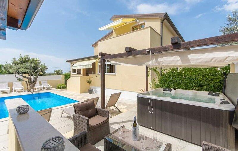 Lovely 1+1-Bed Appartment/Villa in Poreč, holiday rental in Rosini