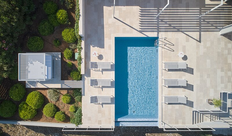 Villa Roca new modern villa for 12 - beach front, alquiler vacacional en Island of Vis