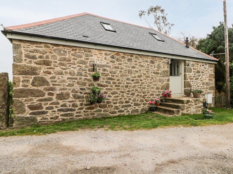 The Old Byre, Mawnan Smith, holiday rental in Constantine
