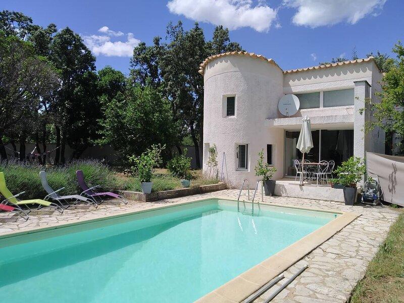 Nice villa with swimming-pool, casa vacanza a Argilliers