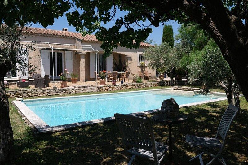 LS1-194 GRANADIE Agréable maison familiale avec piscine privée à Mouriès, vacation rental in Saint-Martin-de-Crau