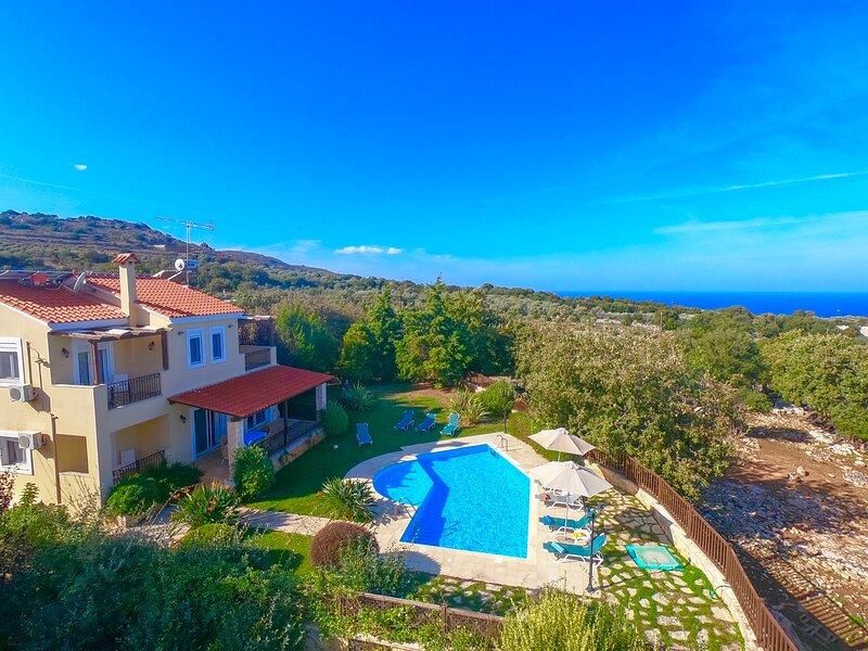 Villa Dafni with private swimming pool, holiday rental in Kato Valsamonero