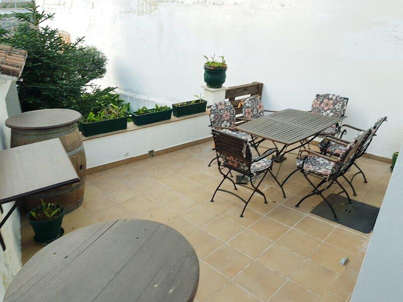 Beautiful house with shared pool, alquiler vacacional en Setenil de las Bodegas