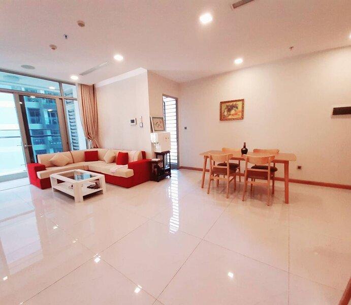 Spacious modern 4-Bed 140sqm Vinhomes Apartment, holiday rental in Phu Huu