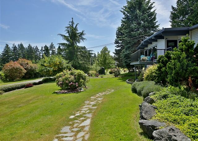 3 bed 2.75 bath Dog Friendly Home on the 'sunny side' of Whidbey Island (290), vacation rental in Freeland