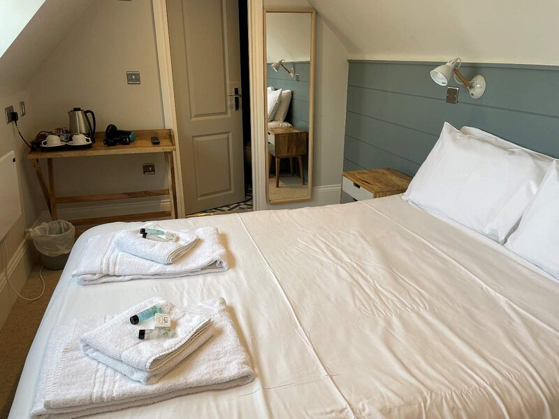 Room Only Rental 17 Former Hotel with Self Entry Key, holiday rental in Pevensey