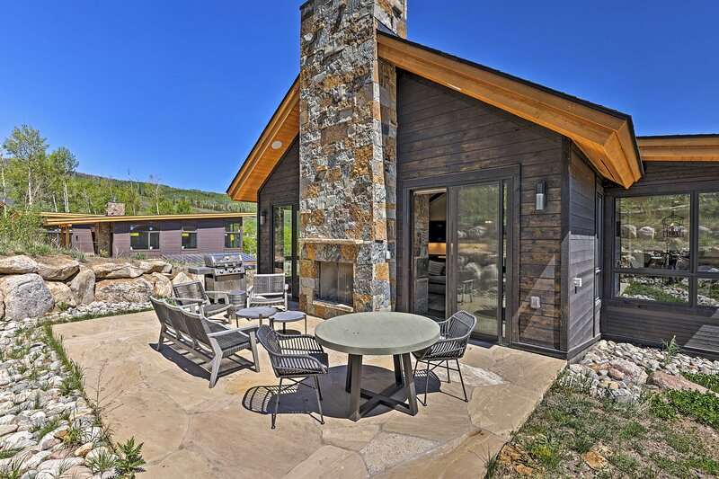 Contemporary Mountain Home - 13 Miles to Keystone!, holiday rental in Silverthorne