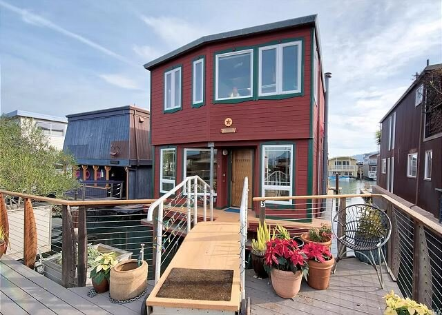 Floating Home in Sausalito! 3 Floors w/ 2BR & 3BA, holiday rental in Sausalito