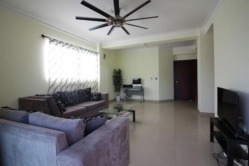 Luxury penthouse in central Santiago, pool, jacuzzi, pool table, fast internet!, aluguéis de temporada em Salcedo