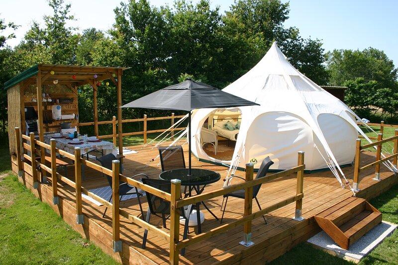 Lotus Belle Stargazer Glamping Tent, holiday rental in Sarrazac