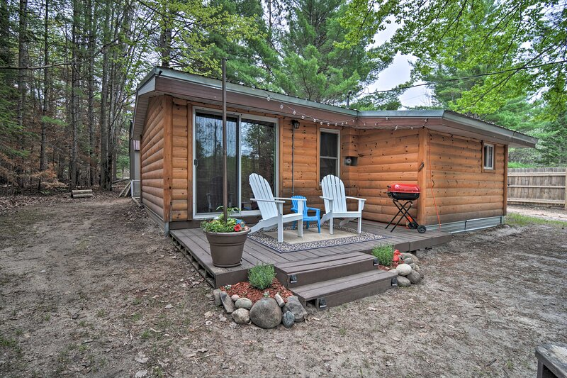NEW! Rustic Cabin w/ Fire Pit on Au Sable River!, vacation rental in Crawford County
