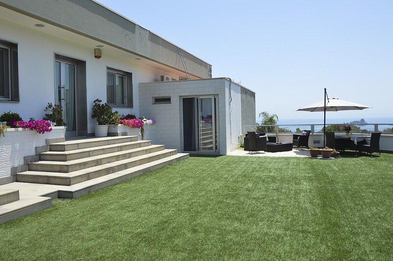 Attico Sul Mar Ionio - Acireale, location de vacances à Capo Mulini
