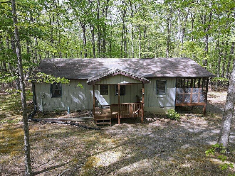 Namba Cabin - Our Cabin – semesterbostad i Slanesville