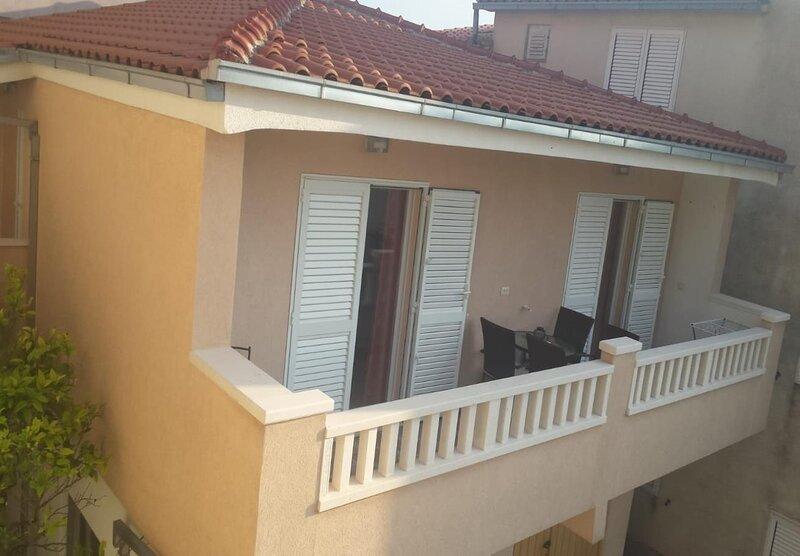 Jakir - with terrace : A1(4+2) - Baska Voda, casa vacanza a Baska Voda