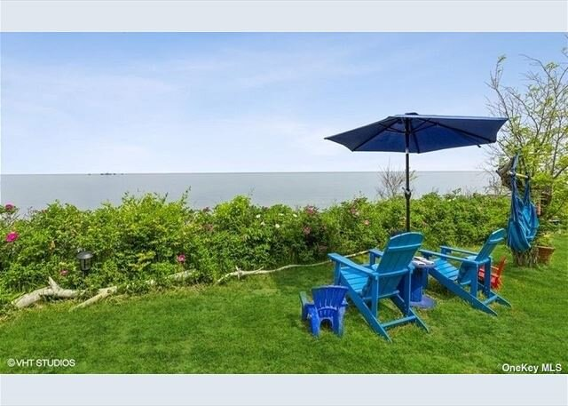4 Bedroom Vintage Beach House, breathtaking panoramic views!, alquiler de vacaciones en Jamesport