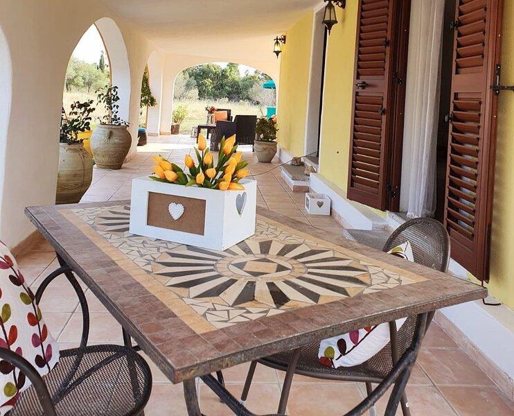 Villa Beke_Casa indipendente con giardino, holiday rental in Cala Ginepro