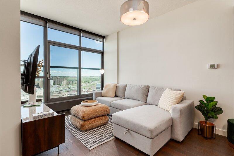 STUNNING 1BR CONDO IN KEYNOTE2 DOWNTOWN CALGARY, holiday rental in Chestermere
