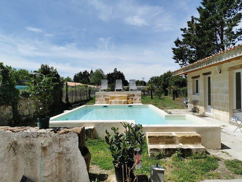Nice villa with swimming-pool, vacation rental in Saint-Jean-de-Blaignac