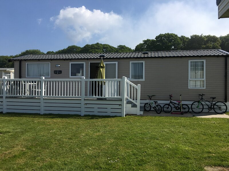 3 Bed Luxury Mobile Home Hoburne Park Christchurch, holiday rental in Highcliffe