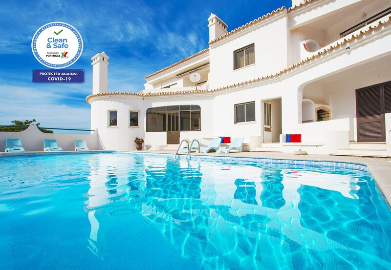CHARMING APARTMENT, SWIMMING POOL, A/C,BBQ, WI-FI & CLOSE TO ALL AMENITIES, holiday rental in Sesmarias