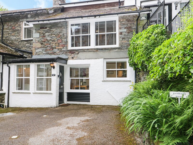 RAMBLERS ROOST, shared grounds with lake views, Grasmere, vacation rental in Grasmere