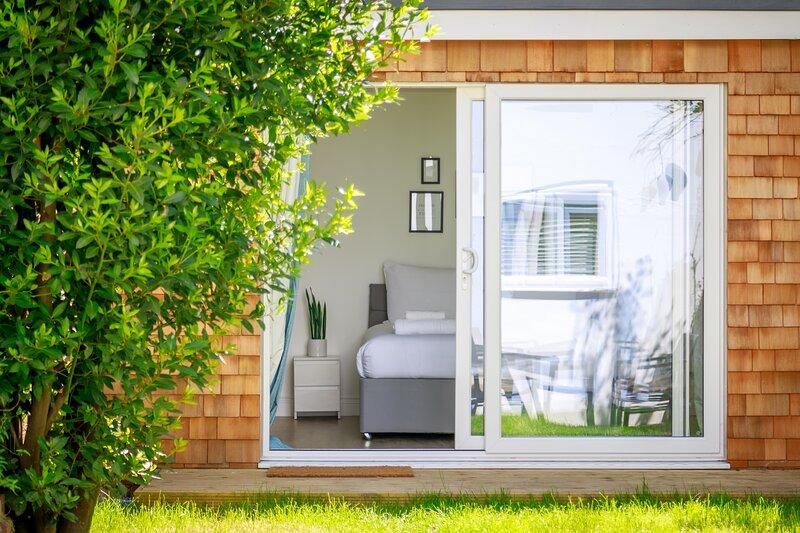 Newly renovated  2 bedroom apartment with garden, location de vacances à Cooksbridge