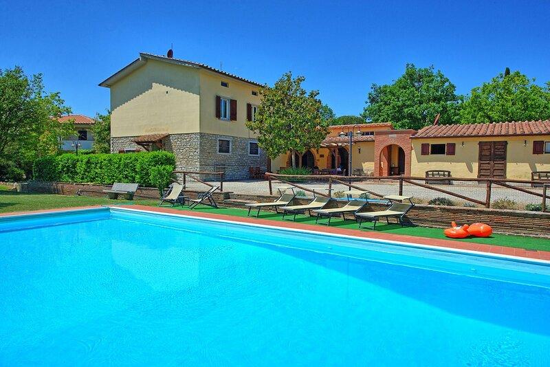 La Dogana Villa Sleeps 9 with Pool Air Con and WiFi - 5892388, alquiler vacacional en Pergo