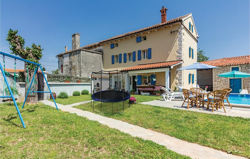 Nice home in Klimni with WiFi and 4 Bedrooms (CIC443), holiday rental in Foli