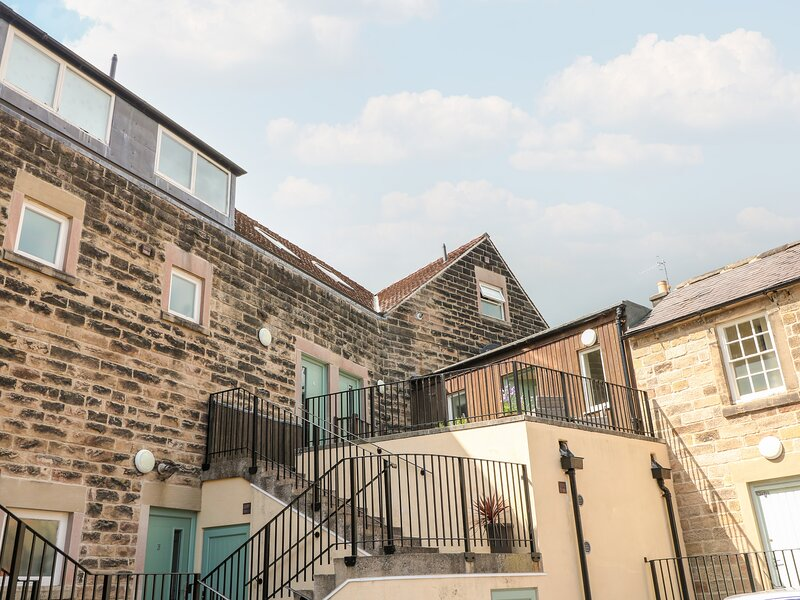 8 TAWNEY HOUSE, romantic, country holiday cottage in Matlock, Ref 2401, holiday rental in Farley