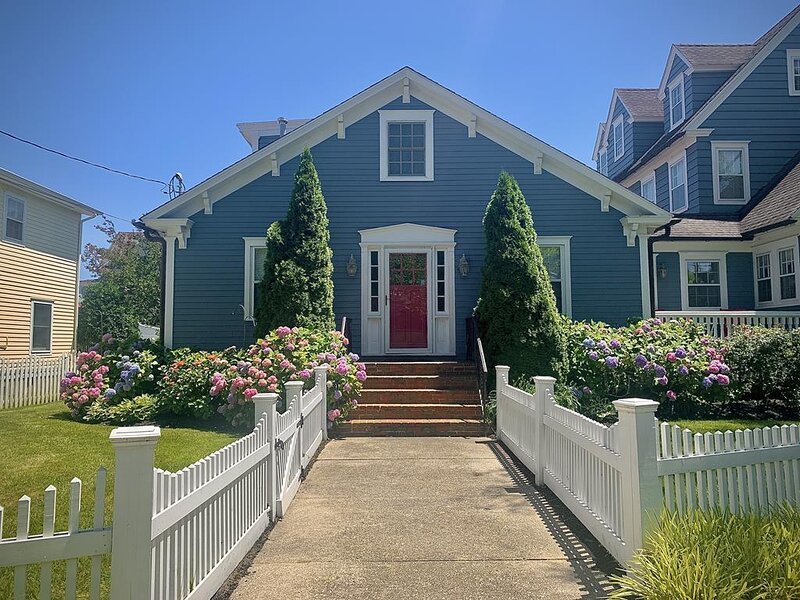 Fantastic location - 4 bedroom home 149485, vacation rental in Cape May