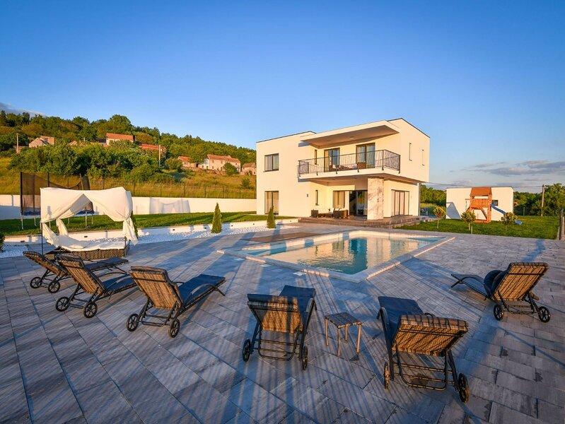 Luxury Villa Rilassante, alquiler de vacaciones en Trilj