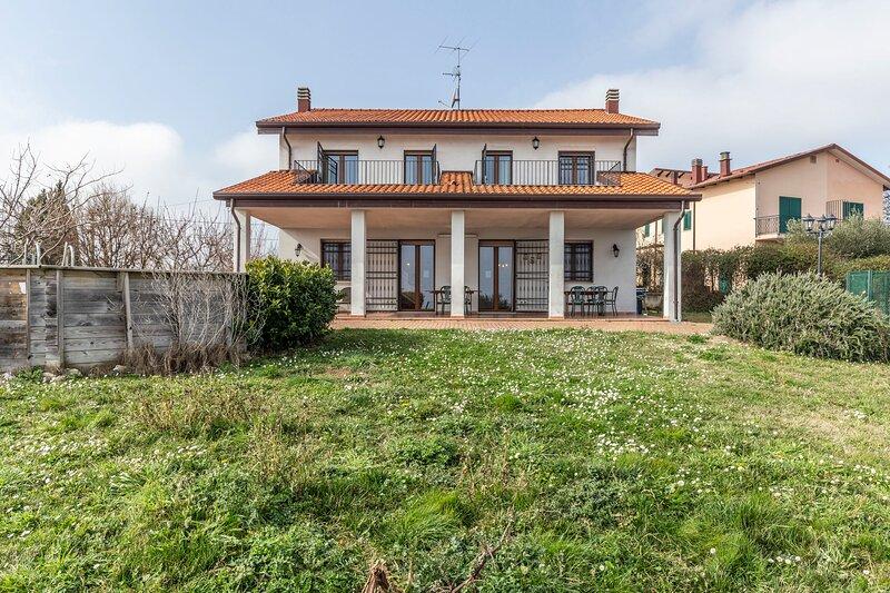 Big villa with swimming-pool & Wifi, holiday rental in Albereto