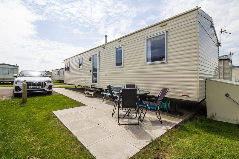 6 berth caravan for hire at Golden Sands Holiday Park ref 63056OM, holiday rental in North Somercotes