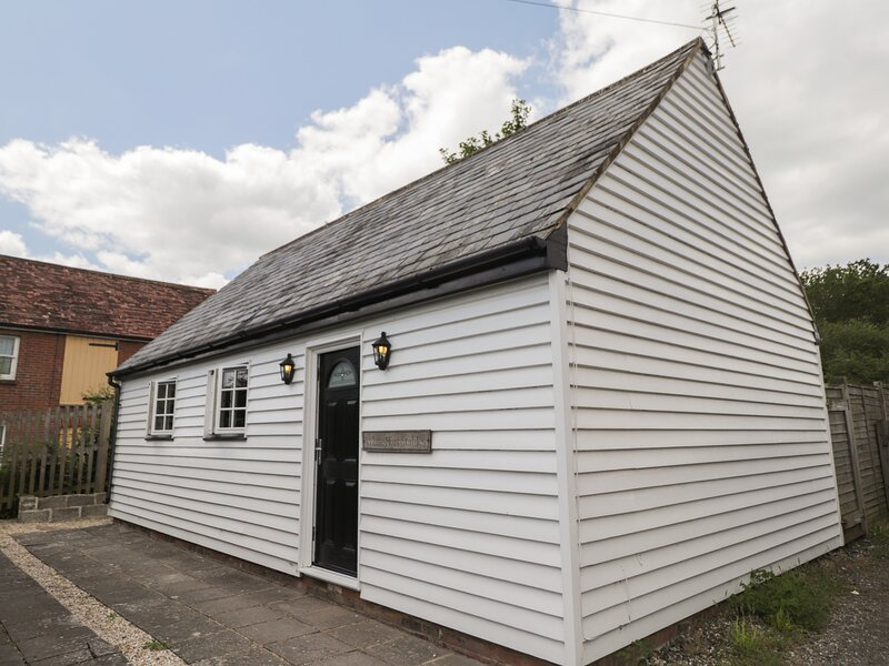 White Hart Stable, Catsfield, holiday rental in Bodle Street Green