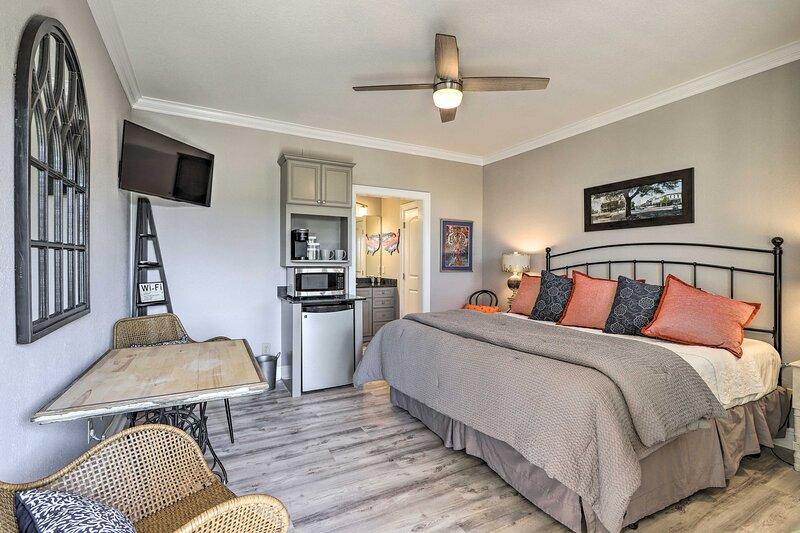 NEW! Cozy Auburn Studio < 1 Mile to University!, holiday rental in Opelika