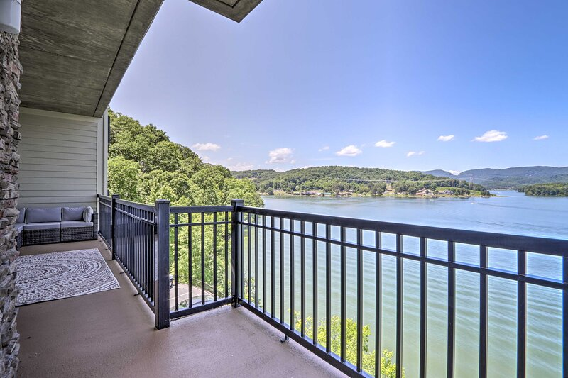 NEW! Waterfront Bean Station Condo w/ Pool Access!, casa vacanza a New Tazewell