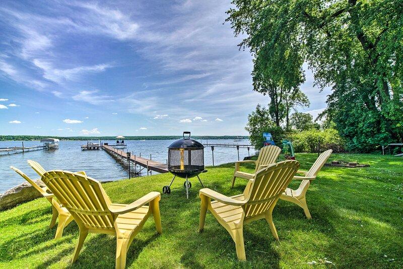 NEW! Lakefront Mayville Cottage w/ Dock & Grill!, location de vacances à Chautauqua