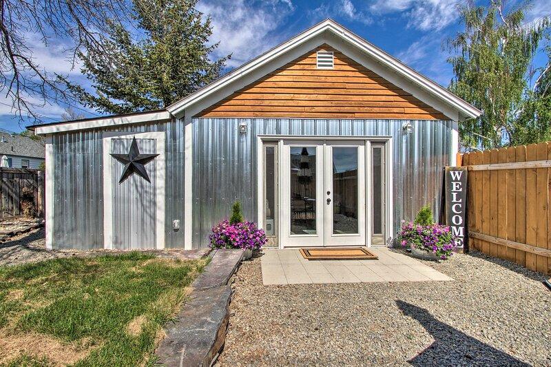 NEW! Sweet Helena Cottage, Pet Friendly & Walkable, vacation rental in Helena