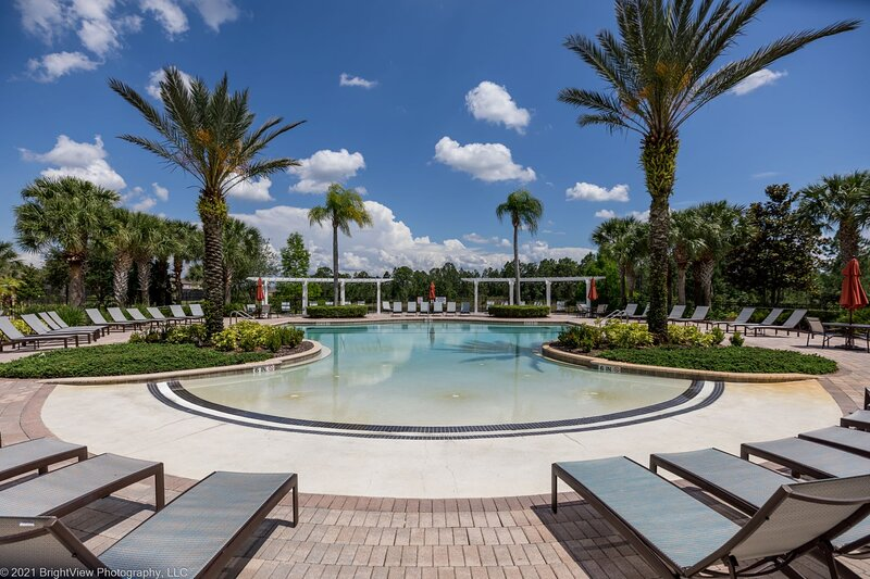Stunning and spacious, lake view home with private south facing pool and spa-535, alquiler de vacaciones en Orlando