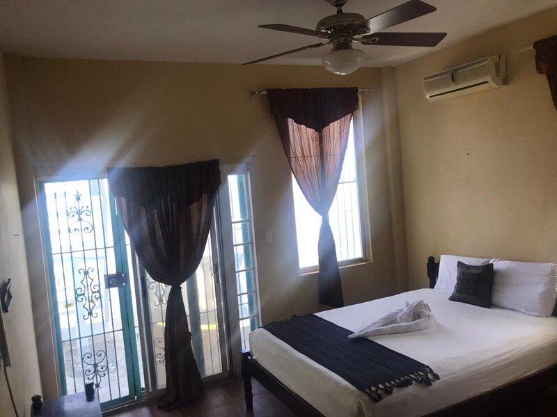 See Belize WATERSIDE 2BR w INFINITY POOL & Sea View Overwater Deck, holiday rental in Belize District