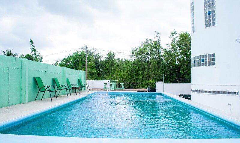 See Belize SEAVIEW Studio with INFINITY POOL, Overwater & Poolside Decks – semesterbostad i Ladyville