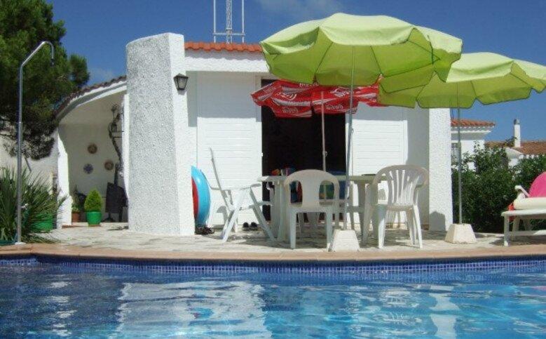 Bonita villa+piscina privada en RIUMAR (Delta del Ebro) 6 pers.playa a 250metros, aluguéis de temporada em Riumar