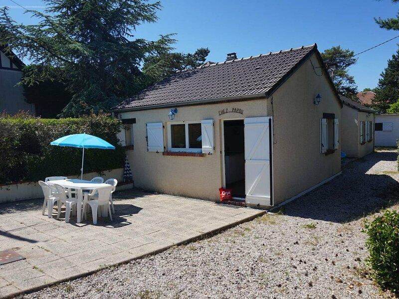 Maison de plain pied avec 3 chambres à 200 m de la plage, holiday rental in Petiville