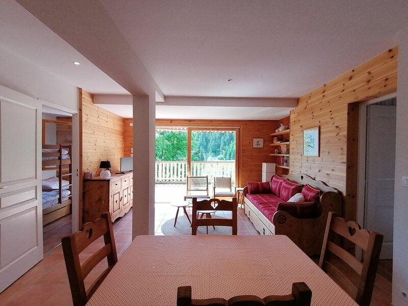 Charmant 2p cabine pour 6, entièrement rénové, terrasse et très belle vue, Pra, holiday rental in Pra Loup