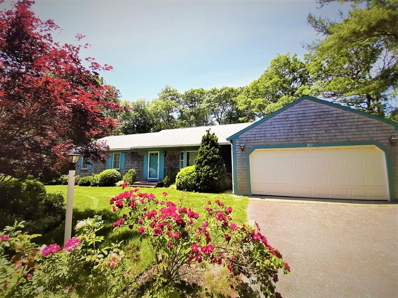 Mid-Cape Near CRAIGVILLE BEACH ! Central A/C ! 80220, holiday rental in Marstons Mills
