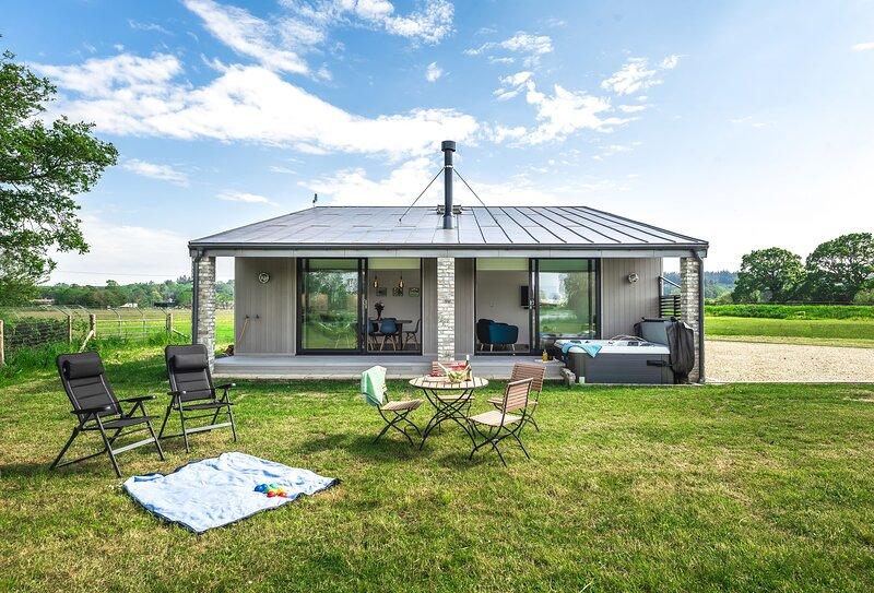 Lakeside Lodge, holiday rental in Sturminster Marshall