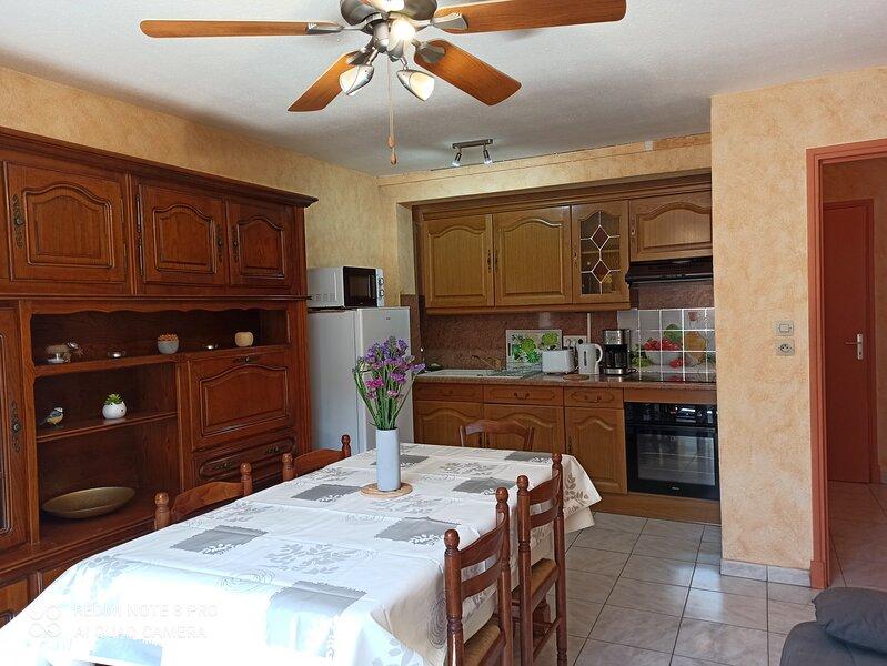 Appartement 2 pièces avec garage à Puivert, vacation rental in Puivert