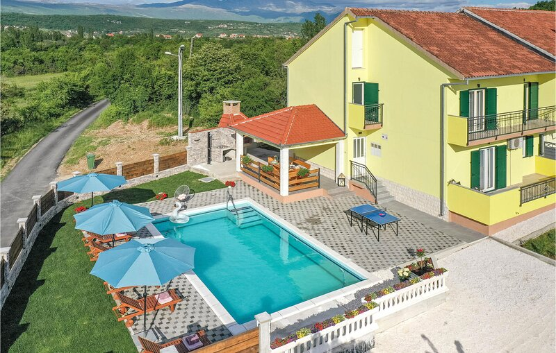 Amazing home in Hrvace with Outdoor swimming pool and 4 Bedrooms (CDC122), holiday rental in Livno