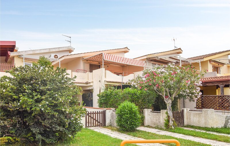 Stunning apartment in Botricello with 2 Bedrooms (IKK595), holiday rental in Cropani
